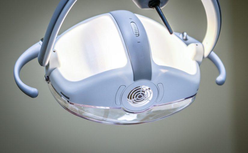 Mocne i zdrowe zęby bez próchnicy – zadbaj o nie już dziś. Próchnica i ból zębów – leczenie oraz profilaktyka